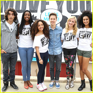 Peyton List &#038; Coco Jones: Move Your Body Flash Workout in Hollywood!